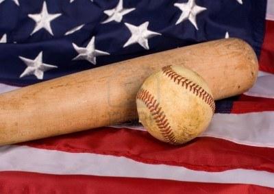 Equipement de baseball sur le drapeau américain.