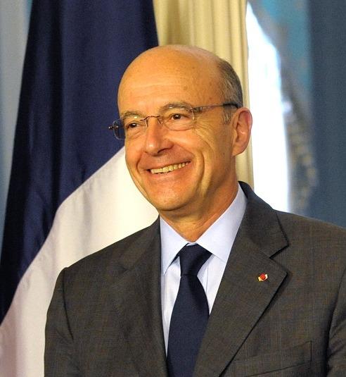 Après avoir été élu « homme politique de l'année » par le magazine GQ, Alain Juppé, 69 ans, a essuyé un vent de « Bernie » pour enfin se faire huer lors d'un meeting de Nicolas Sarkozy