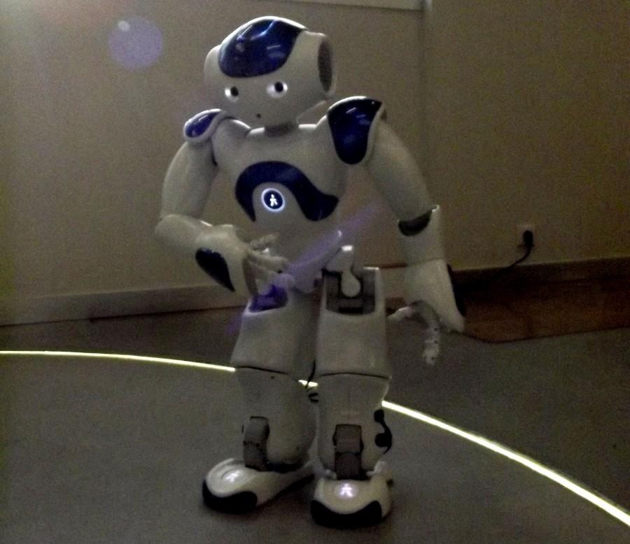 Le robot Nao en train de se présenter © Marjorie Even