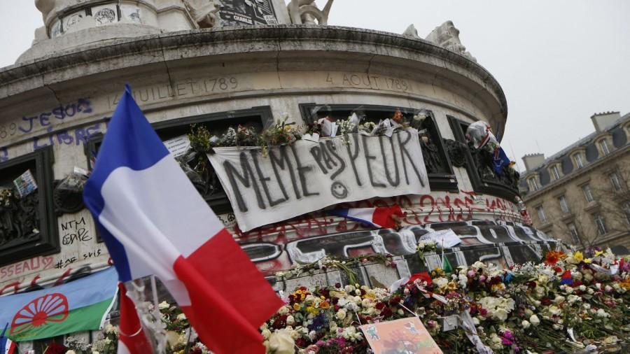 2015, rassemblement Place de la République après les attentats contre Charlie Hebdo