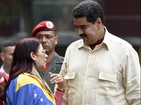 Le président vénézuélien veut faire travailler les fonctionnaires deux jours par semaine pour faire face à la crise énergétique que traverse le pays.