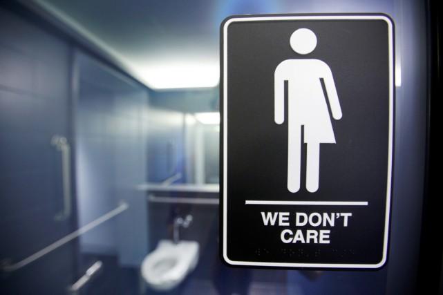 Eddie Vedder, du groupe de rock américain Pearl Jam, a activement contesté les discriminations en Caroline du Nord envers les personnes transgenres dans les milieux scolaires.