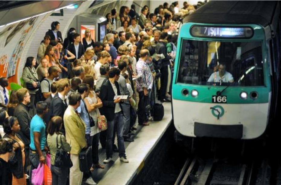 Transport normal en Inde . Le-metro-bonde-1