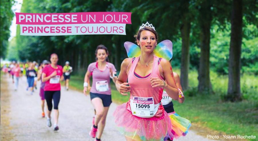 La course des princesses, organisée depuis 2012 au Château de Versailles, a connu un succès retentissants dimanche 19 juin avec 30 000 participants.