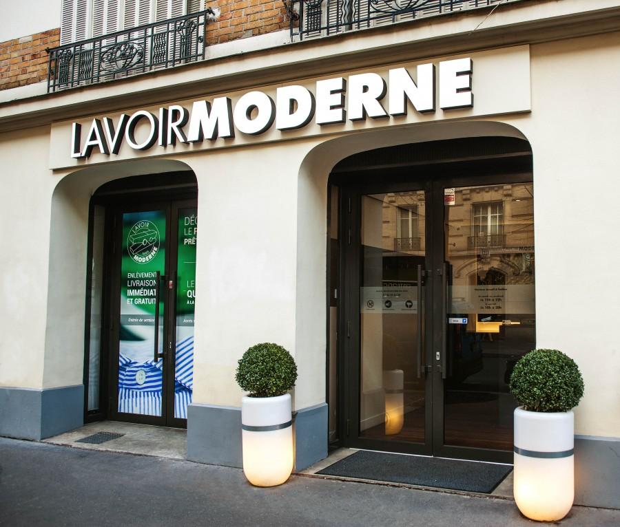 Le Lavoir Moderne est une jeune entreprise parisienne qui traite écologiquement le linge des particuliers et le livre à domicile en 30 minutes maximum.