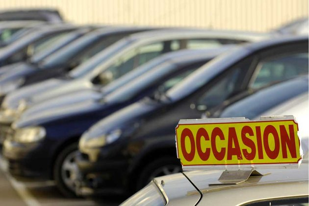 Face à la crise, le marché de la voiture d'occasion connaît un véritable boom en France. Le marché de la voiture neuve connaît lui un net fléchissement.