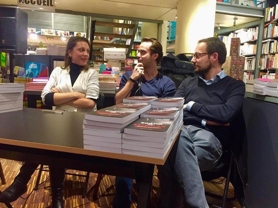 Anne-Clémentine Larroque, Charles Nadaud et Jean-Baptiste Guégan présentent leur livre lors d'une conférence à la Librairie de Paris (XVIIè). Photo : Julie Fortun