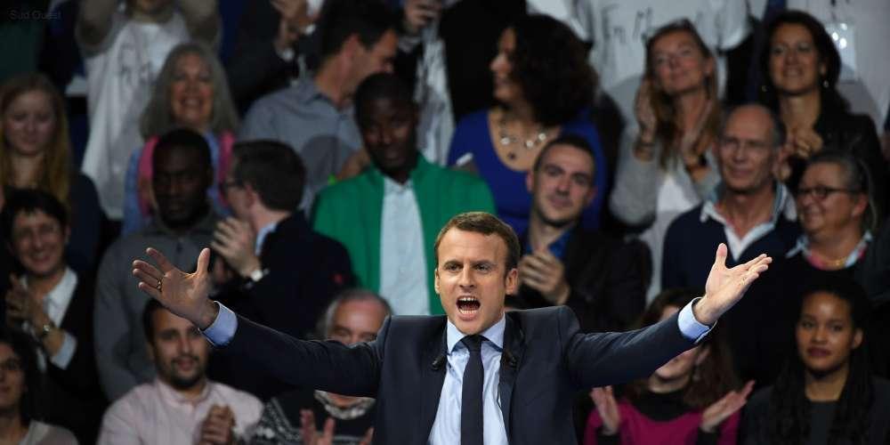 Emmanuel Macron lors d'un meeting porte de Versailles, le 10 décembre.
