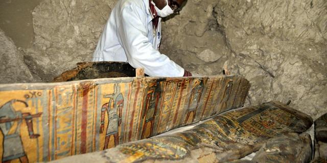 Six momies découvertes près de Louxor