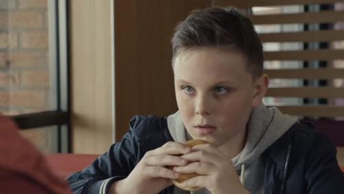 Angleterre : McDonald's accusé d'instrumentaliser le deuil de l'enfant suite à la diffusion d'une publicité