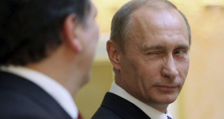 """Russie : Poutine demande à son Ministre de la Défense de regarder """"House of Cards"""" pour comprendre la politique américaine"""