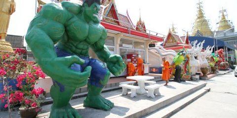 Thaïlande : on peut désormais admirer des statues de superhéros dans des temples bouddhistes