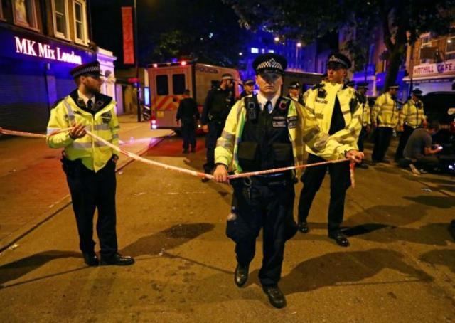 Un véhicule fauche plusieurs piétons près d'une mosquée à Londres