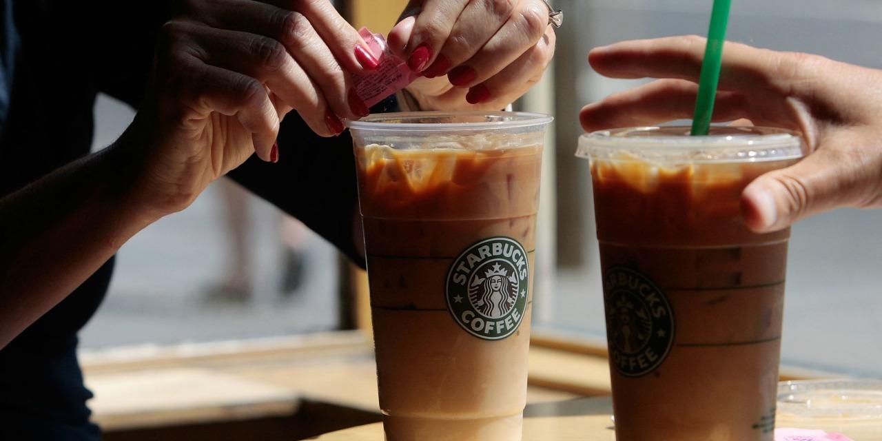Une bactérie d'origine fécale retrouvée dans les glaçons de Starbucks