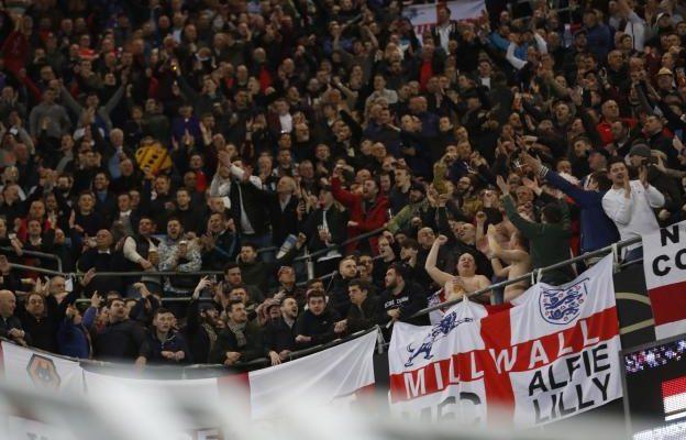 Deux supporters anglais bannis à vie pour des saluts nazis