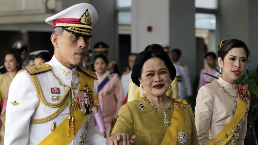 Thailande : un homme condamné à 35 ans de prison pour avoir posté des photos de la famille royale
