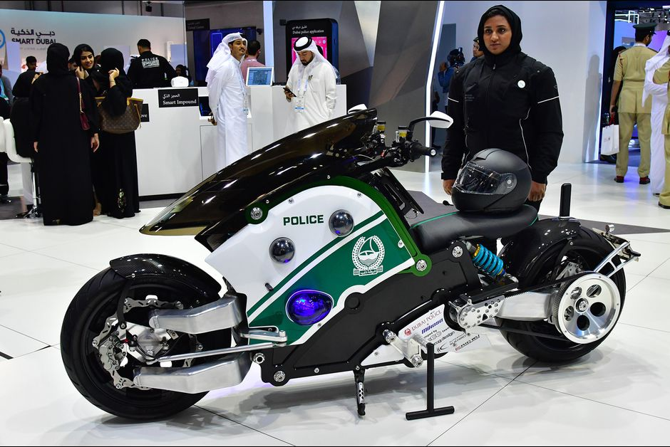 la police duba ote s 39 offre une moto volante. Black Bedroom Furniture Sets. Home Design Ideas