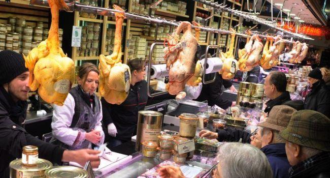 Le marché Victor Hugo propose un large choix de produit du terroir.