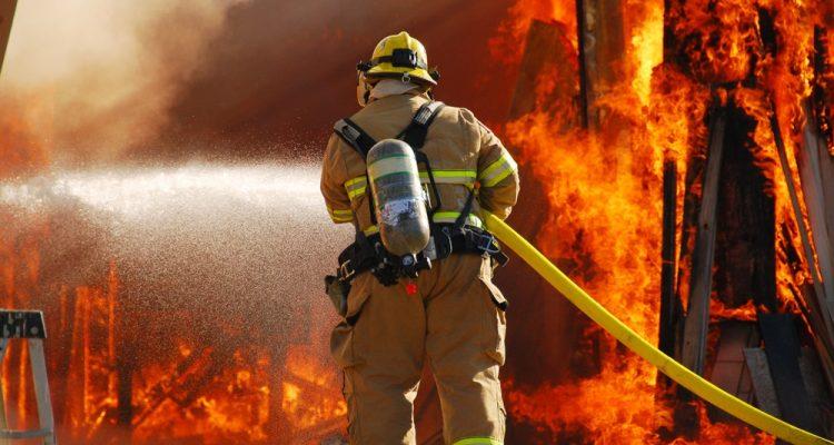 une femme provoque un incendie en voulant tuer des punaises de lit. Black Bedroom Furniture Sets. Home Design Ideas