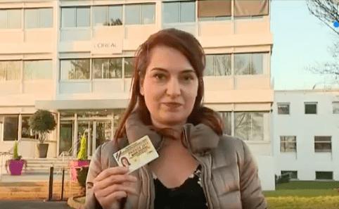 Exclue d'une visite gouvernementale chez Loréal, une journaliste proteste