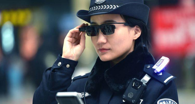 Chine: des lunettes de reconnaissance faciale pour la police