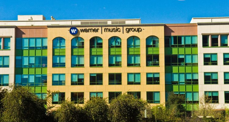 Facebook et la maison de disques Warner Music passent un accord
