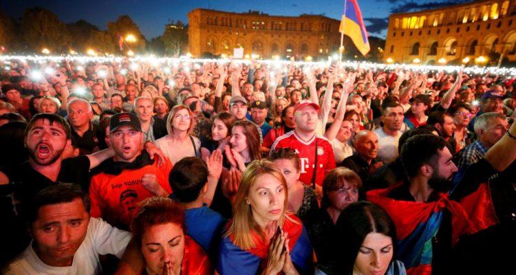 Le leader de l'opposition Nikol Pachinian élu Premier ministre — Arménie