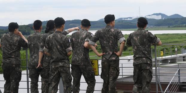 des étudiants sud-coréens accusés d'avoir grossi pour éviter l'armer