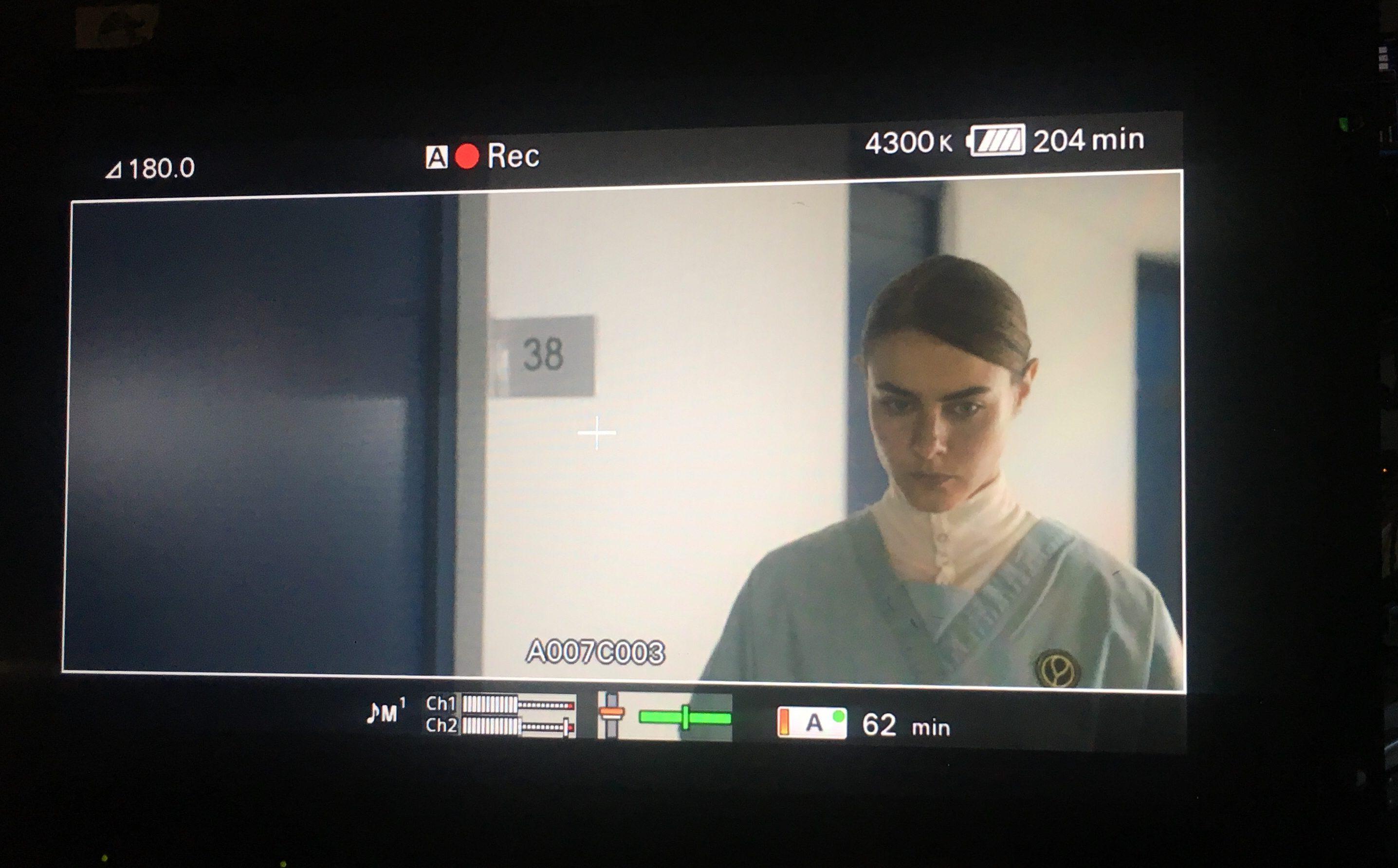 Sur le tournage de la nouvelle web-série de France Télévisions, ZéroStérone, un monde sans hommes