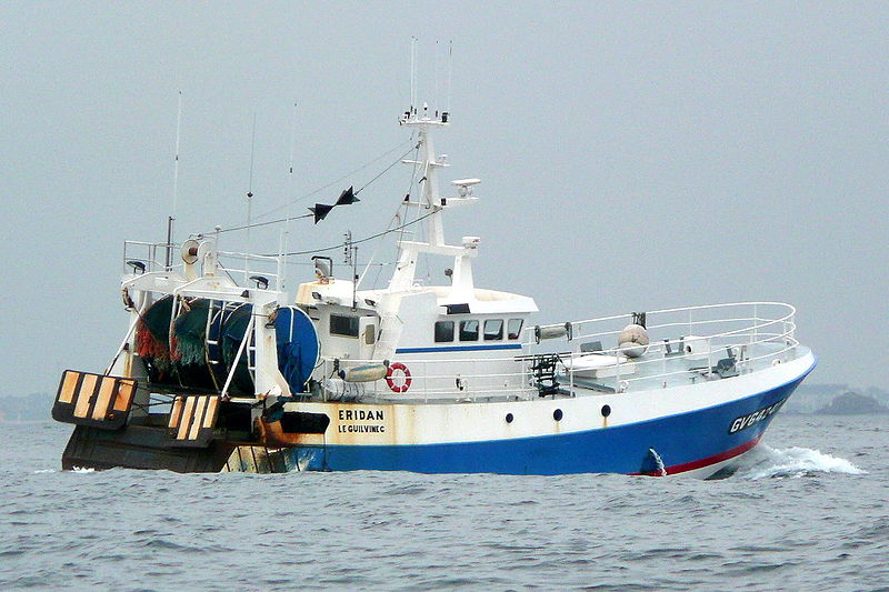 Bateau de pêche en pleine mer