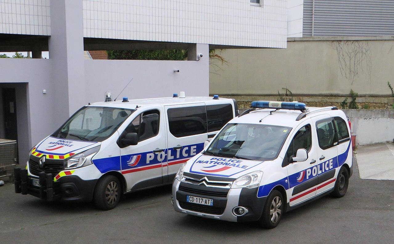 Un homme ivre attaque une gendarmerie à la hache