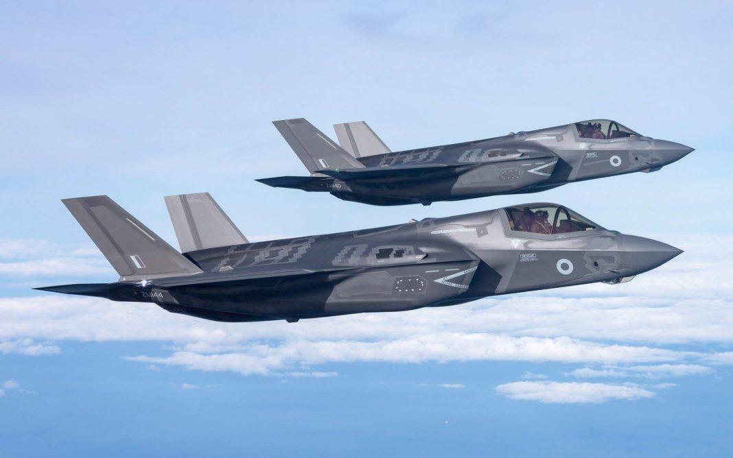 Photo de deux F-35B