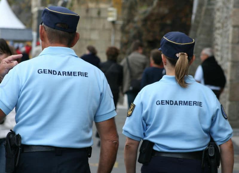 Photo de gendarmes de dos