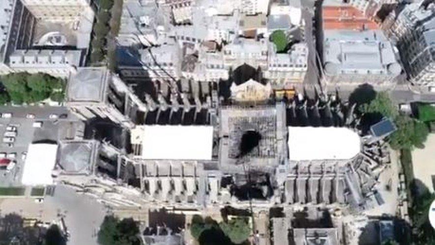 Photo aérienne de Notre Dame et sa bâche