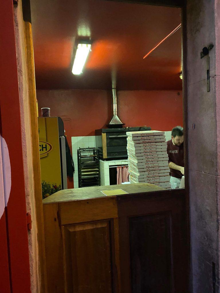 L'intérieur de la pizzéria L'Arène des pizzas