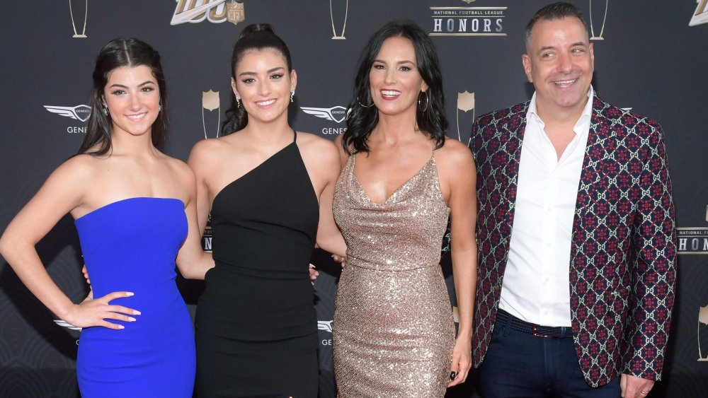 La famille D'Amelio au complet avec de gauche à droite : Charli, Dixie, Heidi et Marc.